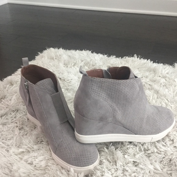 a278af05c826 linea paolo Shoes - Linea Paolo Grey Felicia wedge bootie 8.5